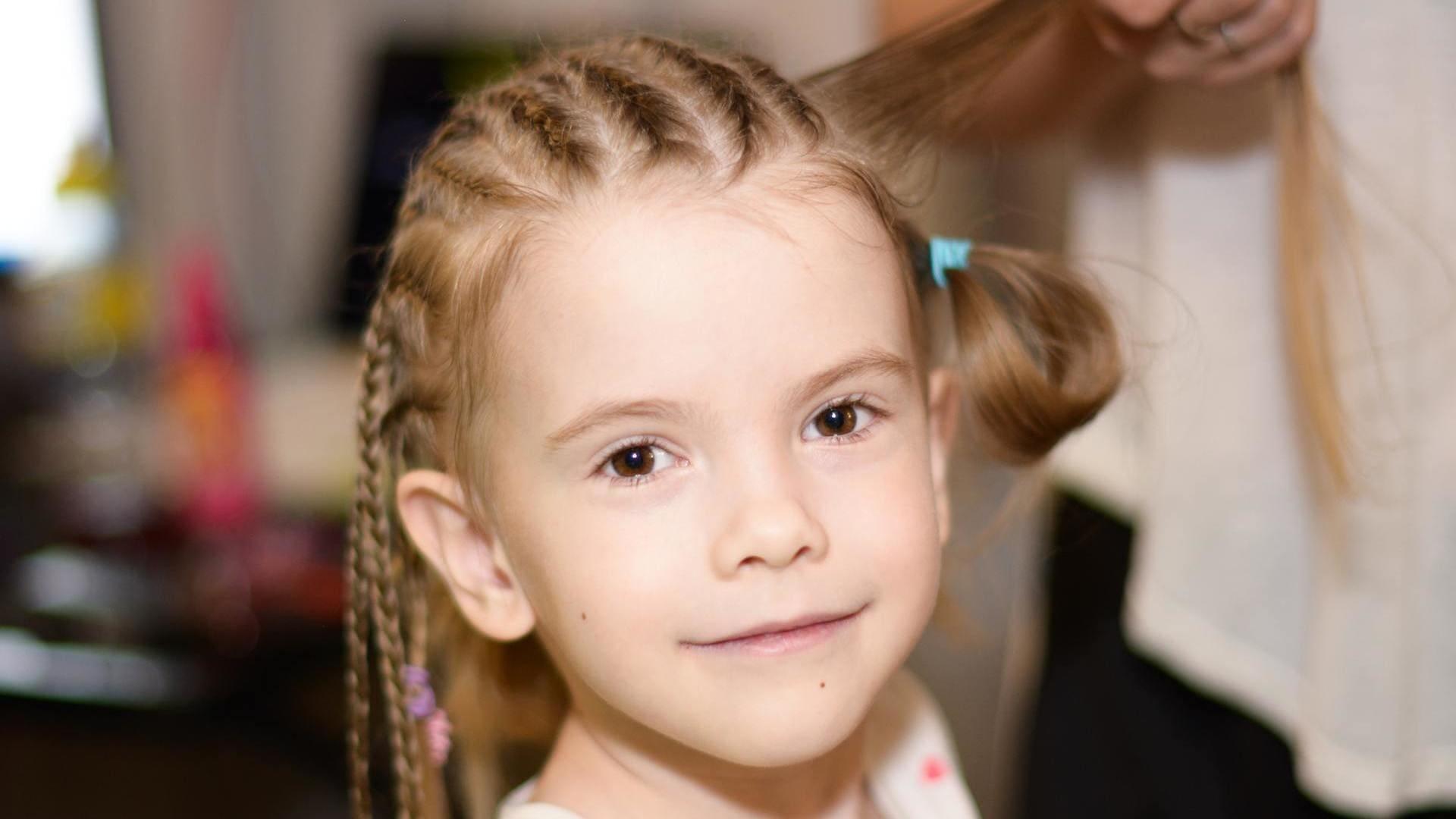 Coiffeur enfant St-Égrève : À partir de quel âge peut-on amener son enfant chez le coiffeur ?